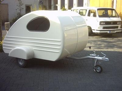 suche einen wohnwagen f r 2 personen empfehlenswert. Black Bedroom Furniture Sets. Home Design Ideas