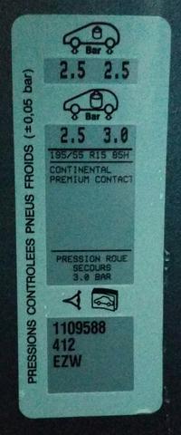 Hier der Aufkleber aus der Fahrertür mit dem Luftdruck. - (Reifen, Peugeot, Luftdruck)