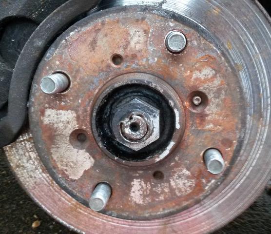 Reifenwechsel - Fixierschraube von Bremsscheibe locker?