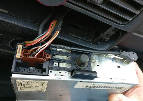 Welche Adapter brauche ich um dieses Auto Radio einzubauen?